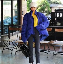 蓝色棉袄配什么裤子 打造冬日年轻范儿