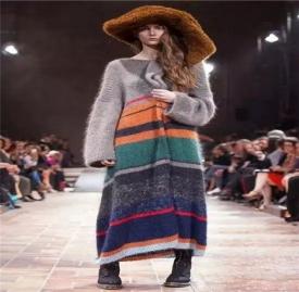 毛衣长裙搭配 这些毛衣长裙搭配方案介绍