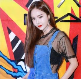 郑秀妍jessica最新私服 性感又有点小可爱