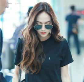 郑秀妍Jessica机场私服 小姐姐黑白配也美上天