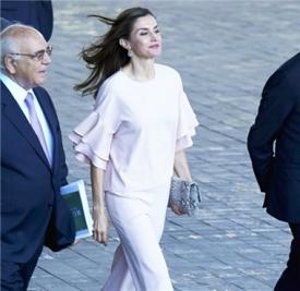 西班牙王后Letizia Ortiz私服  粉色套装优雅力max