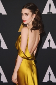 Lily Collins经典红毯造型回顾  黄裙似贝儿公主惊艳红毯