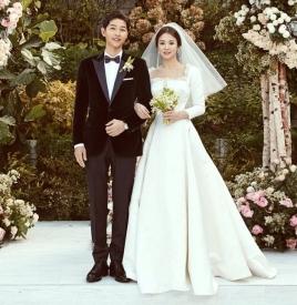 宋慧乔婚纱照图片 一袭Dior刺绣蕾丝婚纱迎向幸福
