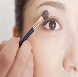 眼线晕妆怎么办 一分钟完美解决眼线晕妆问题
