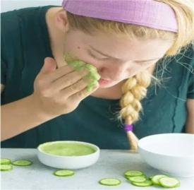 黄瓜美容护肤的方法 黄瓜加点这个敷脸皱纹不见了