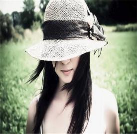 戴帽子梳什么发型好看 俩款帽子加扎发发型新玩法