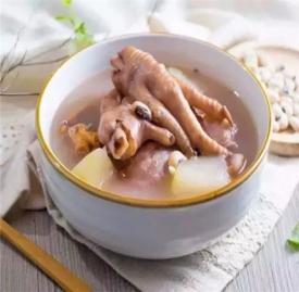 鸡爪的家常做法 常吃这道菜要皮肤光滑白皙