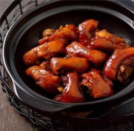 电饭锅烧猪蹄的做法 这样吃猪蹄好吃到爆