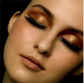 红棕色眼影的画法 一款秋冬暖色眼妆教程