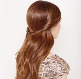 长发编发教程简单 这样扎头发漂亮极了