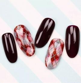 红色格纹美甲教程 春日里最温暖的美甲