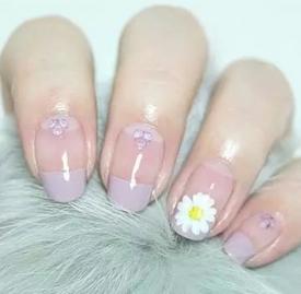 小雏菊美甲图片教程 春季最经典的花朵美甲