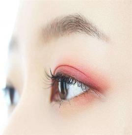 桃花妆眼影画法 怎样画好桃花妆眼影