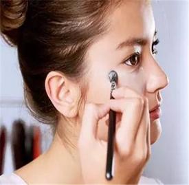化妆遮瑕的正确步骤 教你几个化妆遮瑕的小技巧