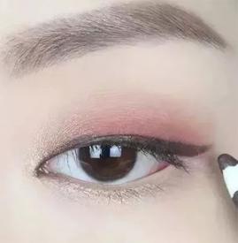 豆沙色眼妆画法 冬季豆沙色眼妆