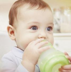 一个月宝宝吃多少毫升奶粉 一个月宝宝吃多少奶粉