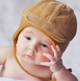 宝宝啃指甲有什么危害