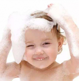 给宝宝洗头的正确方法