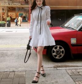 白色连衣裙配什么鞋子 白色连衣裙美女