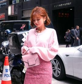 蕾丝裙搭配什么上衣好看 蕾丝裙搭配上衣图片