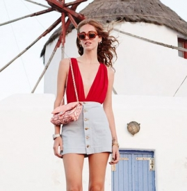 夏季短裙搭配图片 短裙搭配什么上衣图