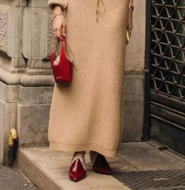 女生秋冬红色鞋子怎么搭配衣服 今年秋冬流行什么颜色的鞋子
