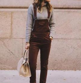 灯芯绒背带裤如何搭配 灯芯绒背带裤搭配外套