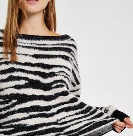 花纹毛衣如何搭配 女生花纹毛衣