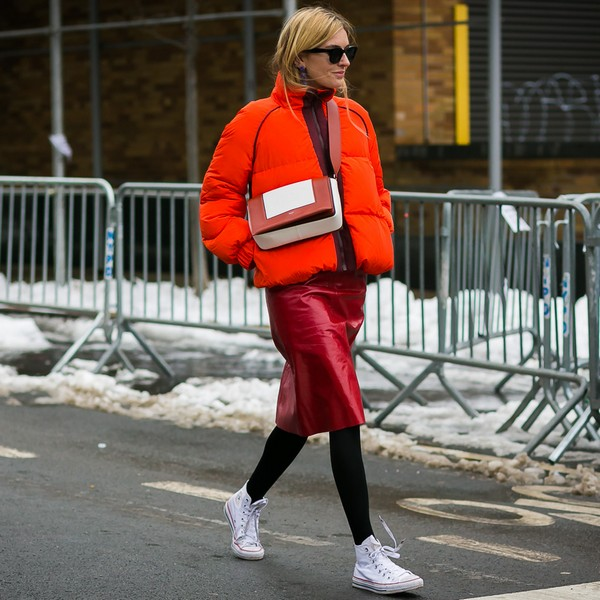 如何将喜庆的红色穿得美丽不俗气