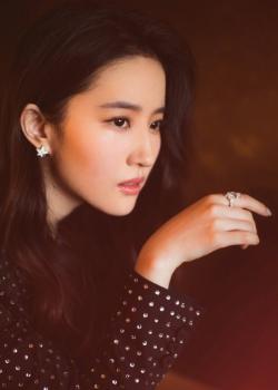 刘亦菲镶钻西装干净利落帅气写真图片