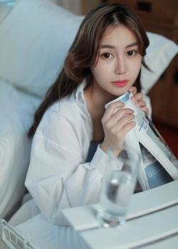 白衬衫美女慵懒清新美女大胆写真