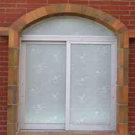 窗户玻璃贴膜好吗 卫生间窗户贴膜的缺点